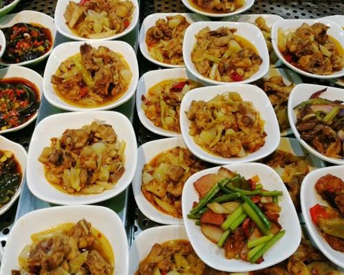 食堂承包公司为食堂后续制作出美味的饭菜做准备